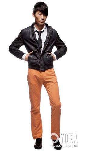 藏蓝色皮夹克 z zegna 围巾 piombo 裤子 du