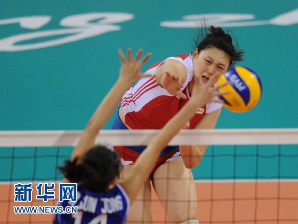 扣球.当日,在第16届亚运会排球女子二分之一交叉赛中,中国以